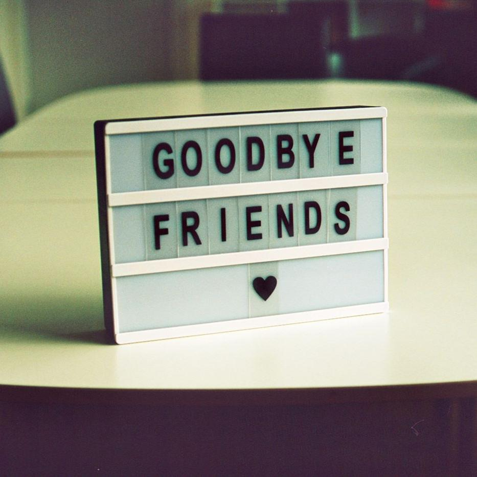 Good bye Friends (c) Jan Tinneberg on Unsplash